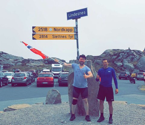 I MÅL: Chris Bendiksen Olsen og Gaute Tømmerås (27) syklet fra Nordkapp til Lindesnes på 23 dager.