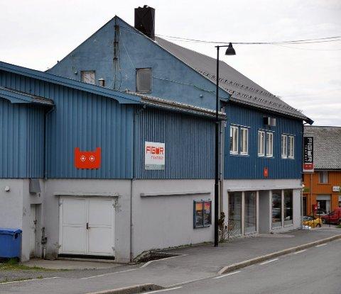 PÅ VENT: Figurteateret i Nordland i Stamsund må belage seg på å fortsette i dagens lokaler, i hvert fall i tre nye år.