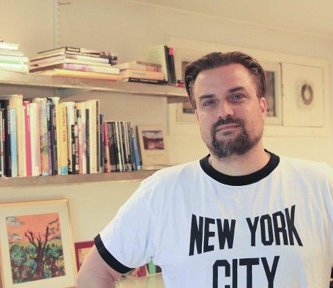 Personlig bok: David Sandum deler personlige detaljer om hans møte med kunst gjennom depresjon og angst i hans tid i Moss.