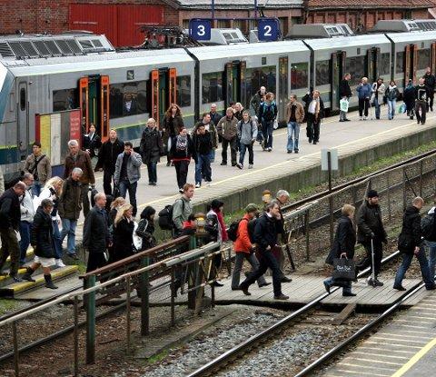 OFTE FORSINKET: Togene på Østfoldbanen sliter med punktligheten, noe pendlere til og fra Moss vet mye om.