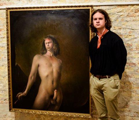 FÅR KRASS KRITIKK: Kunstkritiker Mona Pahle Bjerke er ikke imponert over maleriene som Memorosa-gruppen denne uken stiller ut i Stavern. Heller ikke av William Heimdals «Maleriets prins». Odd Nerdrums sønn, Øde, mener hun imidlertid er et unntak.
