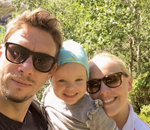 VENTER BARN: HBK-trener Luke Torjussen sammen med kjæresten Silje og datteren Sienna. Snart blir tre til fire.