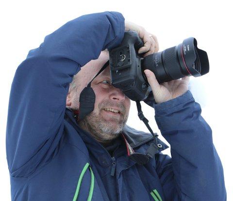 FOTOGRAFEN: Remi Kvam Fredhjem er egentlig utdannet innen film. I tillegg tilbyr han og firmaet Digit Media en rekke fototjenester. Hovedproduktet er boligfoto.