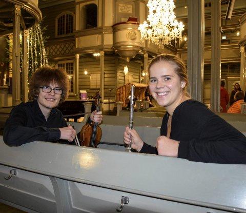 STOR PENGEGAVE: Sandefjord Kulturskoles talentprogram «Ad Astra» har fått 900.000 kroner fra Sparebankstiftelsen DNB. Simon Lewis Lillemæhlum (19) og Jenny Kval (18) er blant de mange unge som har tatt store skritt takket være talentprogrammet.