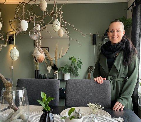 TROPISK: Renate Solly har skapt sin egen tropisk jungel i Kodal sammen med sønnen og samboeren.