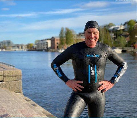 KLAR: Jan Tage Baller (53) er forberedt på at svømmeturen ned Glomme kommer til å bli en kald og skitten opplevelse, men gleder seg likevel. - Motivasjonen min er alle barna vi hjelper, sier han.