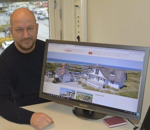 Lars Lottrup (44) forteller om stor pågang fra nordmenn som ønsker seg Danmarks ferie.  Foto: Arkivfoto/Birgit Skogstad