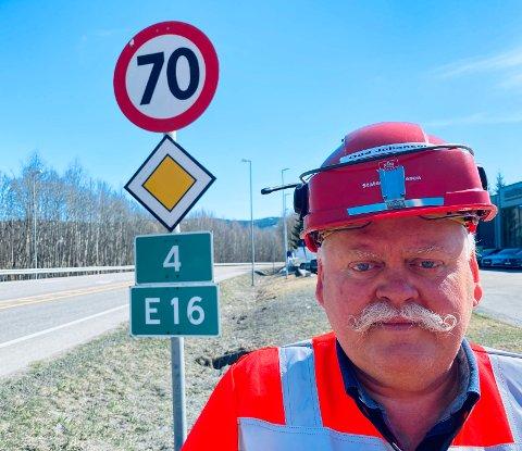 TRE VIL BYGGE: Odd Johansen, prosjektleder for riksveg 4-utbyggingen, skal nå velge mellom tre entreprenører som vil bygge strekningen Sandvold-Amundrud.