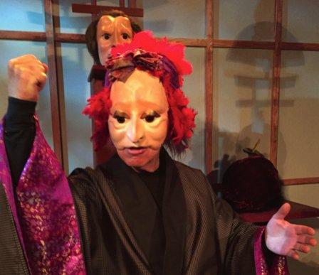TIL KUNSTFORENINGEN: Tom Berre holder foredrag om den dramatiske masken.