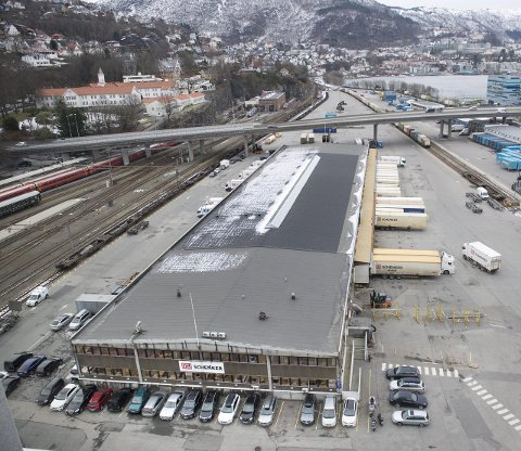 Skal vekk: Godsterminalen her på Nygårdstangen skal flyttes. Hvor en ny terminal skal ligge er en varm, politisk potet. ARKIVFOTO: SKJALG EKELAND