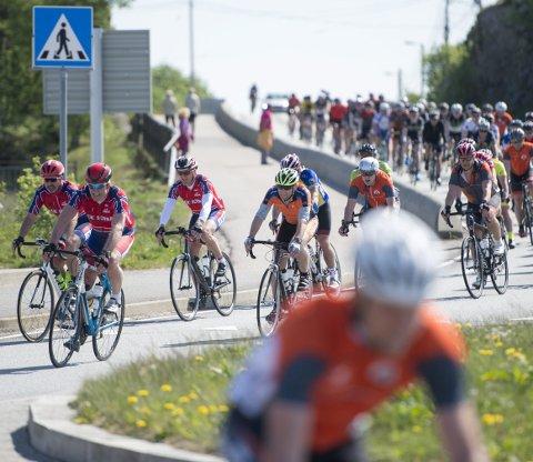 Det er ikke meldt om noen alvorlige uhell for de over 600 syklistene som deltok i Skjærgårdsrittet i går. (Foto: Magne Turøy)