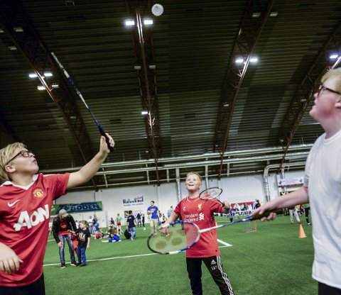 Badminton: Benjamin Harefallet (12), Sigurd Brandt Thorvaldsen (11) og Jeremias Andersen (11) med en god ballveksling i badminton.ALLE FOTOS: Kent Inge Olsen