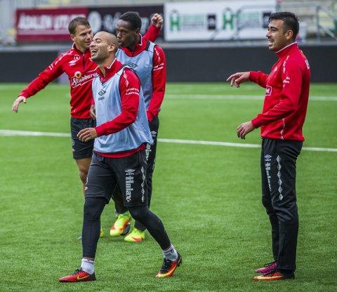 God stemning: Det er ingen tvil om at optimismen rår i Fredrikstad om dagen. Kristian Brix, Sanel Kapidzic, Patrik Karoliussen og Akinsola Akinyemi koste seg på trening i går.alle foto: mats duan