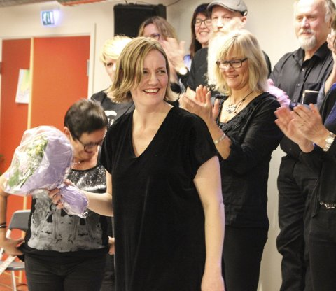 DIRIGENT: Karteswingen med dirigent Therese Kinzler Eriksen har julekonsert på Glasslåven tirsdag.