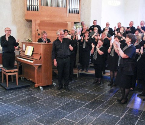 Søndag inviterer Vestre Gran blandede kor til konsert i Grymyr kirke. Her fra konsert i Mariakirken i juni.