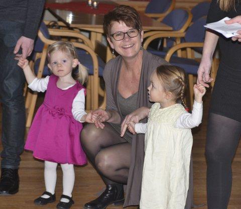 RUNDT TREET: Fra venstre: Nora Isabell Sørli (1), Guri Sørli og Mileah Margrethe Hvaleby (2).