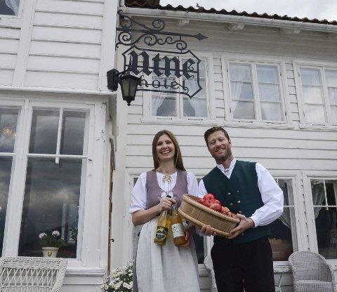Kjetil R. Widding driftar Utne Hotel saman med kona Bente. Sesongen til hotellet, som er det eldste freda trehotellet i Noreg, byrjar i mai.