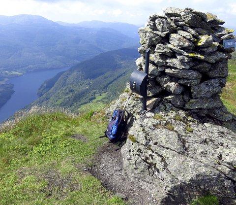 PÅ TOPPEN: Utsikt fra Stølanuten mot Lysevatnet. Foto: Lars Kristian Gjerde / Haugesund Turistforening: