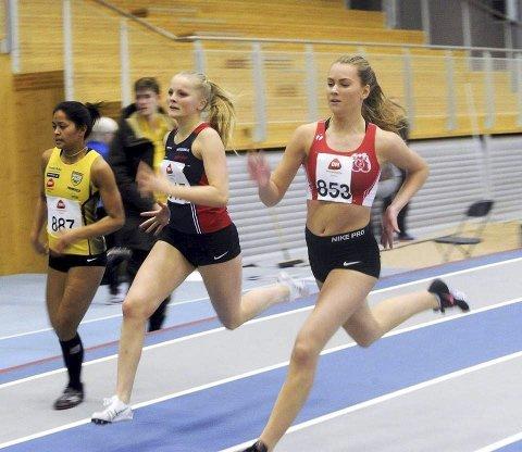 MEDALJE: Det ble bronse på Astri Farbu (midten) i UM på 400m. Her er hun i et stevne i Steinkjerhallen stevne der hun løp 200m slik hun skal gjøre senere i UM.