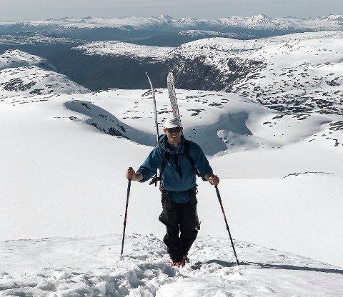 - Dette bildet er fra en tur til toppen av Vesttinden (1708 moh. ) som er en av Okstindane, sier Adriàn. Foto: Adrián Mijlin