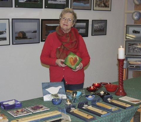 STELLER TIL JUL: Ved hjelp av to dagers juleutstilling og kafé vil Unni Salmila lage skikkelig adventsstemning i Kiberg skole.