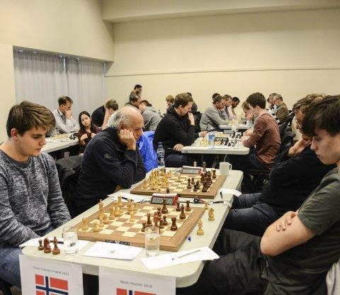 STERK INNSATS: Einar Clausen Frøvik tok 5. plass i B-gruppen. Her spiller han mot Noah Haynes, som ble nummer 13.