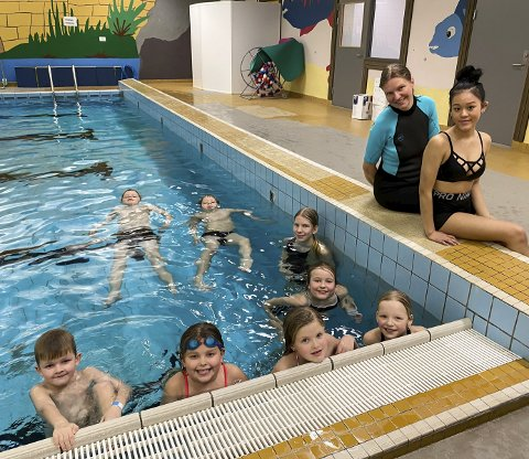 Denne helga blir den populære buheimeleiren arrangert for 16. gong. Her er gjengen som valde svømming som ein av aktivitetane laurdag.