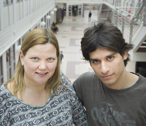 Enorm respons: Ann-Kristin Somby Flågan og Gassan Gaisson sier «Elias sang» berører mange asylsøkere på Raumyr statlige mottak. Foto: Eigil Kittang Ramstad