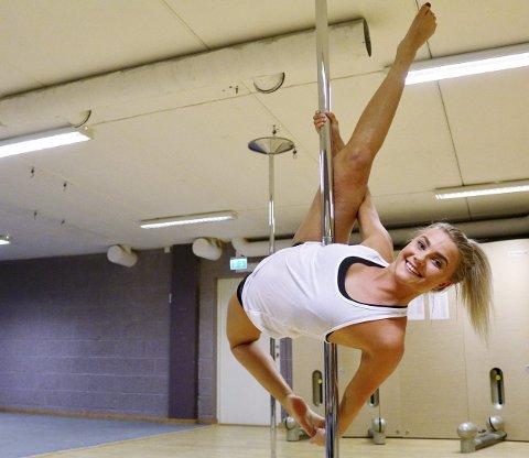 God trening: Tina Birgitte Ellefsen (17) forteller at «pole dance-øvelsene» er svært krevende fysisk.