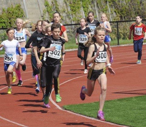 Løp fort: Malin Hoelsveen fra Raufoss i jenter 11 år løp 600 meter på sterke 1.51,48. Foto: Knut Befring