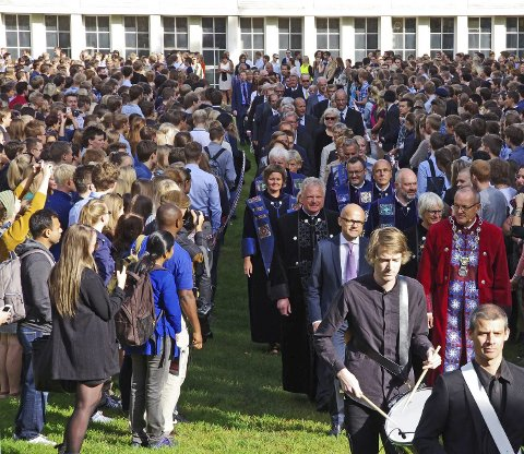 GAMMEL TRADISJON: NTNU har holdt en gammel tradisjon ved hevd. Seremonien innføres naturlig nok på Gjøvik i morgen. FOTO: MENTZ INDERGAARD/NTNU