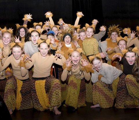 Musikalelevene på Showskolen elsker det de holder på med. Søndag inntar de Byscenen med forestillingen «Showstopper».