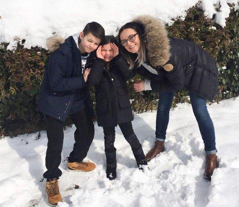 Vinterferie: Mila Dimitrjevic og barna kom etter mye vanskeligheter på vinterferie til Serbia.