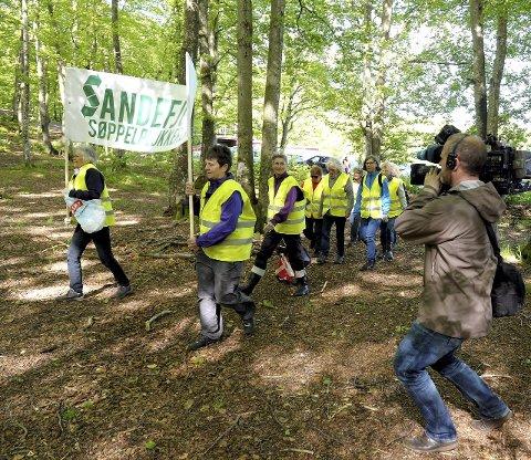 FRIVILLIGE: Denne gjengen har vært med å gjøre Sandefjord  til et renere sted å være. I går var NRK på besøk.  Alle foto: Per Langevei