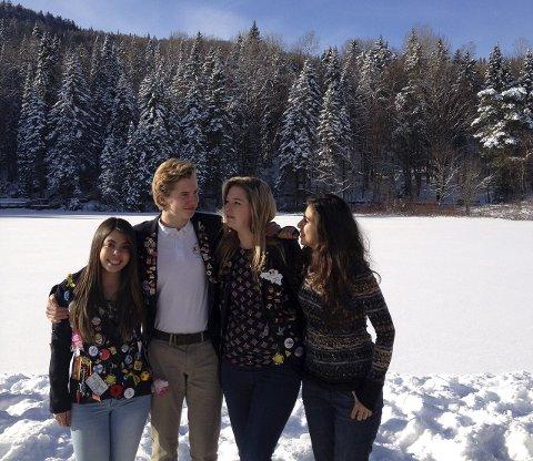 Nye venner:  Wilhelm Eyde Kielland hadde et svært lærerikt år som utvekslingstudent i Canada. Her er han sammen med Ana  Carolina Scurato Testa (Brasil),Camille Goris (Belgia) og Bety Acevedo (Mexico).    Foto:PRIVAT  Foto:PRIVAT