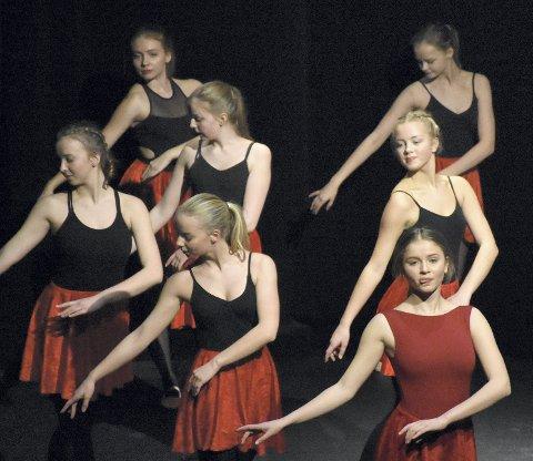 ELDST: De mest erfarne danserne viste at det trengs mye trening før man behersker teknikkene som gjør aktørene gode.