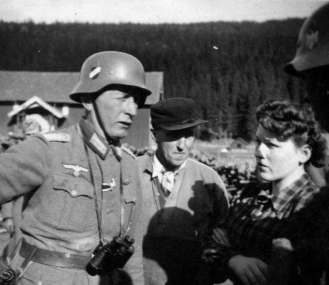 April 1940: Unge Olaug Karlsen forhandlar på tysk med kaptein Lehmann, og får hindra avretting av ti sivile i Søndre Land.