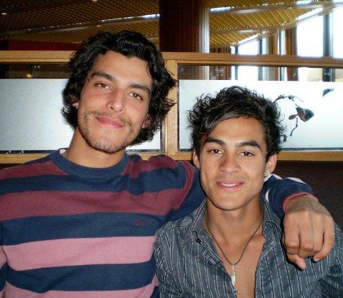 Andreas (til h.) så opp til broren sin, som var 25 år da han avsluttet livet. På bildet er Victor ca 20 år og Andreas 16.