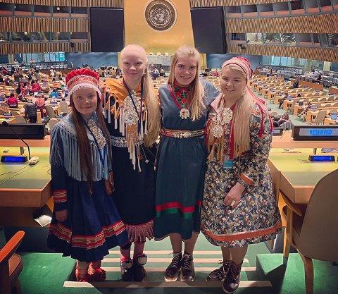 FN: I april var Vanja Tørresdal (nummer to fra høyre) og de tre andre veiviserne på FNs permanente forum for urfolkssaker i New York.
