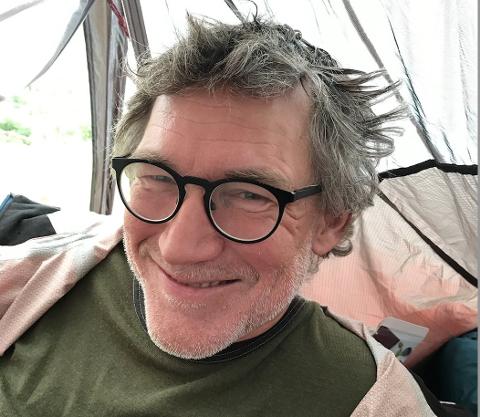 UNDERVEIS: Eyolf Østrem pleier å være helt snauet på hodet. Slik så han ut etter noen måneder. Foto: Ingrid Skovdahl