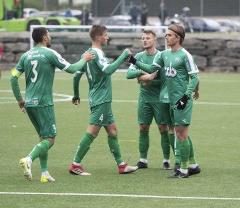 Nest-Sotra, som neste år gir lisensen i 1. divisjon til nye Øygarden Fotballklubb, har endelig noe å juble for utenfor banen. De ser ut til å bli reddet økonomisk av «døende» Fjell kommune.