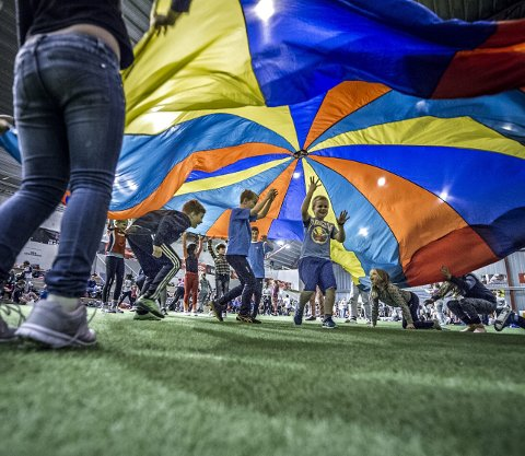 AKTIVE: Barna satte pris på å bli satt i aktivitet onsdag formiddag. ALLE FOTOS: GEIR A. CARLSSON