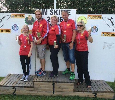 Medaljevinnerne i de individuelle konkurransene. Fra venstre; Celine Elisabet Asbjørnsen, Bård Nesteng, Monica Sigvartsen, Fred Arne Gjelseth, Stine Torjusen Nygaard.