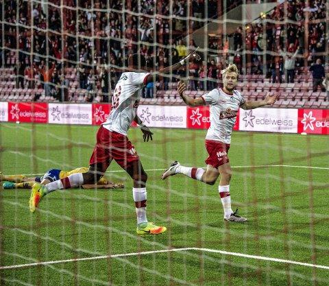 ELLEVILL FEIRING: Slik feiret Filip Johansen Westgaard sin 2–0 scoring på Fredrikstad Stadion. Foto: Geir A. Carlsson