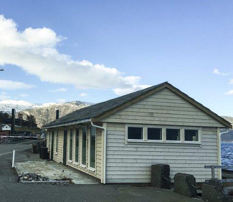 Klart for innrykk: Mange har venta på renovert toalettanlegg på kaia på Utne. No er dei tilgjengelege. Litt finish står att ute.