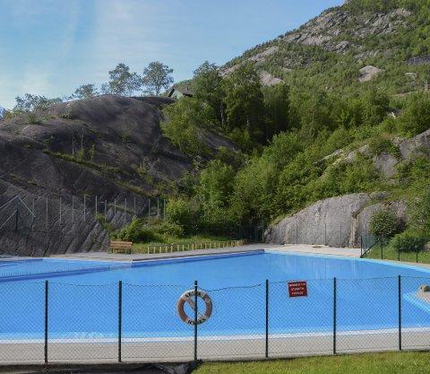 Tyssedal: Friluftsbadet i Tyssedal er fylt opp og klart for gjester.