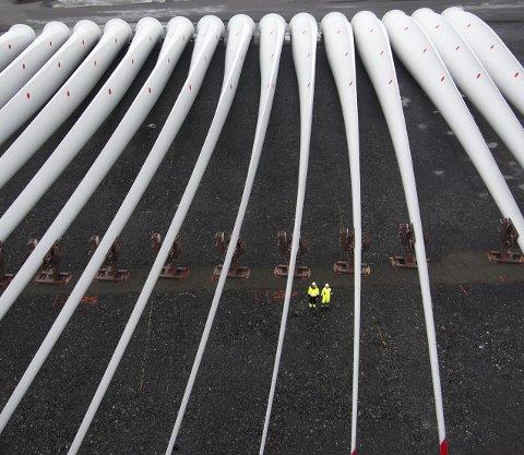 Store dimensjoner: Turbinbladene som har ankommet Stordbase veier 25 tonn, er 75 meter lange og kan sammenlignes med størrelsen på vingespennet til en Airbus 380.  FOTO: MARTE SANDVOLD NYGAARD