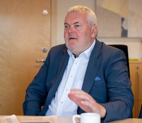 Adm. banksjef John Sigurd Bjørknes i Høland og Setskog Sparebank ber kundene ta kontakt om de ser at det kan bli krevende.