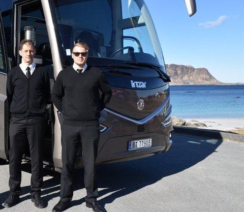 SLITER: Bernt og Espen Windstad eier og driver Lofoten Tours AS. De forteller om månedlige utgifter på 300.000, mens månedsinntekten har vært helt nede i 3500.