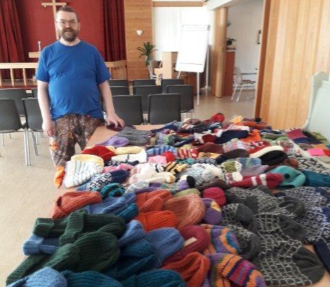 Peder Høyen er med på opptellinga etter strikkeaksjonen.